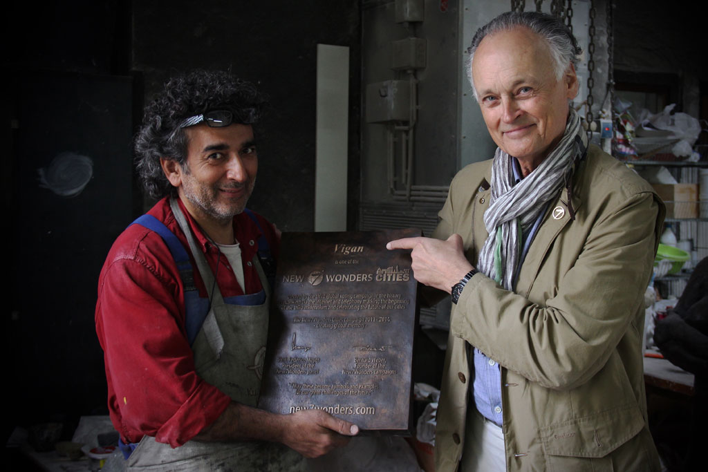 Hasan Göktepe (left) of the Kunstgießerei München with Bernard Weber, Founder-President of New7Wonders (right), holding the Vigan New7Wonders Cities plaque